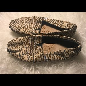 Toms Cheetah Print canvas flat size 8.5